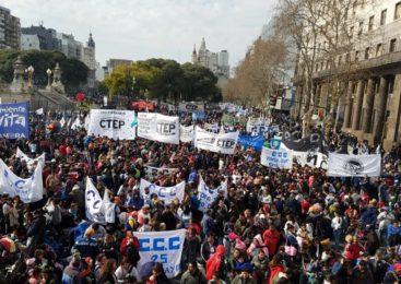 Imponente movilización por Paz, Pan, Tierra, Techo y Trabajo