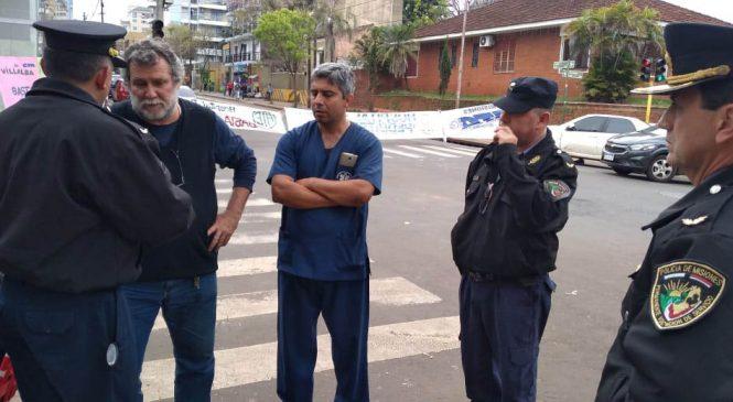 Misiones: Policía provincial intenta desalojar el acampe de Salud