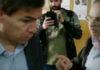 Escrache a Ministro de Vidal en Banco Provincia