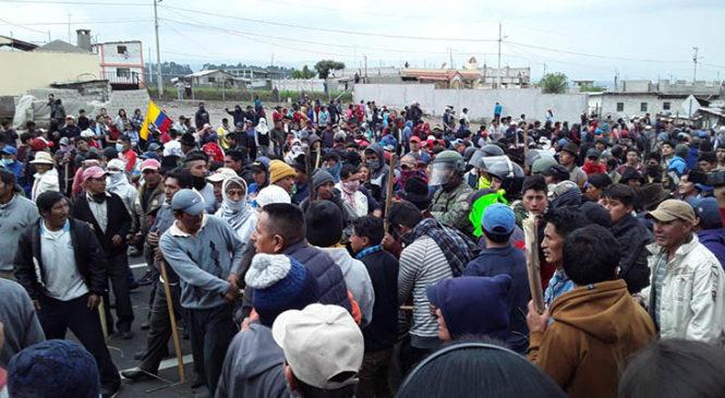 Ecuador: indígenas declaran estado de excepción en sus territorios contra policías y militares