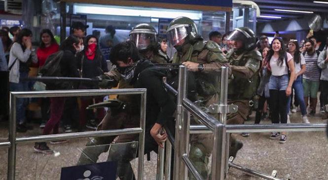 Chile: Ante la lucha por la tarifa social del transporte público, Piñera impone estado de emergencia