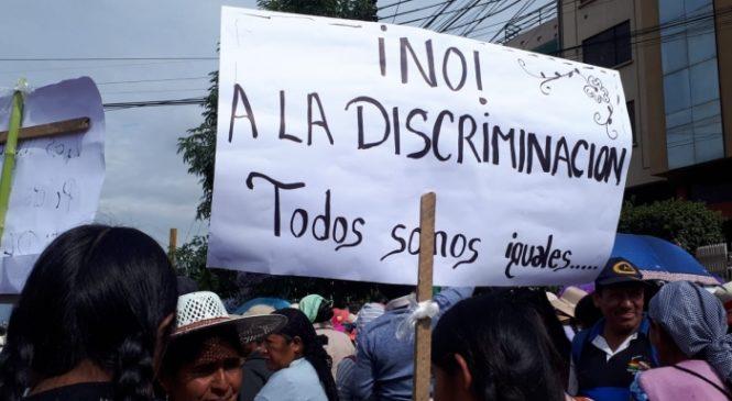 Bolivia: Mujeres marchan en rechazo al racismo desatado por oposición