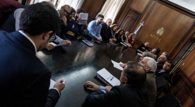 """ATE reclamó al gobierno que convoque """"urgentemente"""" a tratar el aumento salarial"""
