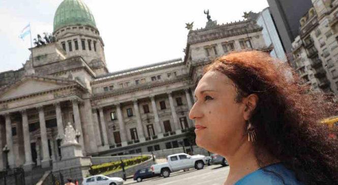 Apelan ante la Justicia el no reconocimiento de femineidad travesti en DNI