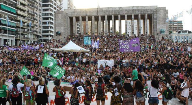 Multitudinaria marcha de mujeres y disidencias