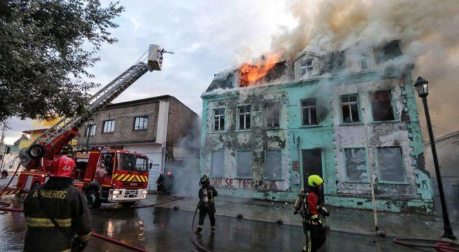 Chile: El incendio en la casa de los DDHH de Punta Arenas habría sido intencional
