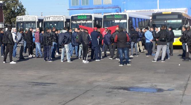 Paro, amenazas de lock out y crisis en el transporte de pasajeros