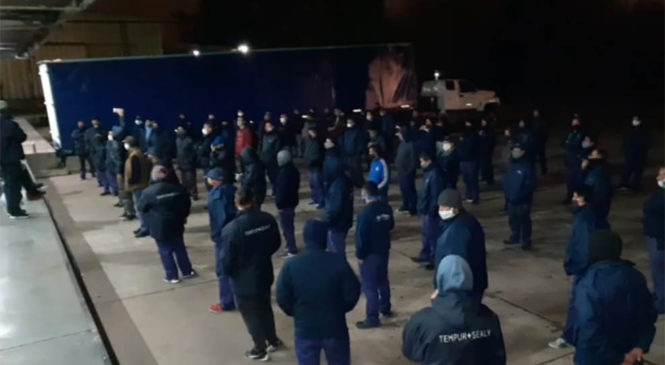 Trabajadores de BedTime ocupan la fábrica por deudas y amenazas de despidos