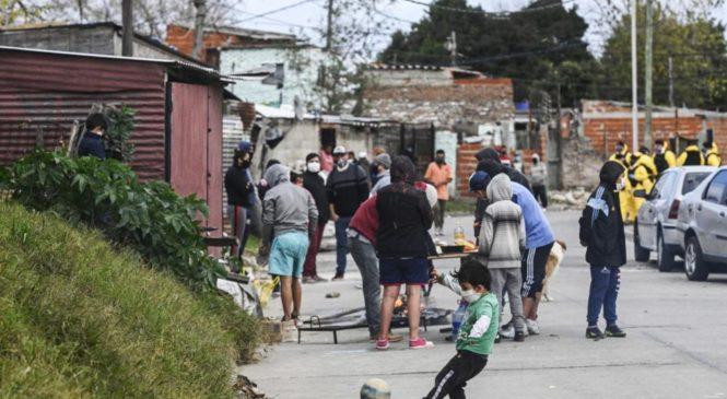 """La pandemia en Itatí y Azul: """"Llegó el tiempo de que el trabajo comunitario en los barrios sea visible"""""""