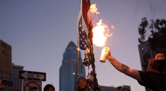 """Una rebelión de clase: """"el racismo y el terrorismo racial avivaron la indignación en todo EEUU"""""""