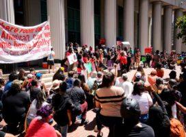 Comunidad indígena de California protesta por explosivos en muro de Trump
