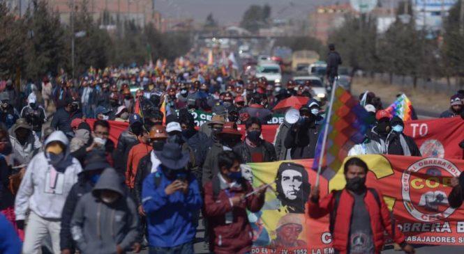 Bolivia exige elecciones: movilización masiva y huelga