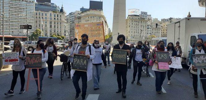 Docentes porteños despedidos y sin trabajo en pandemia