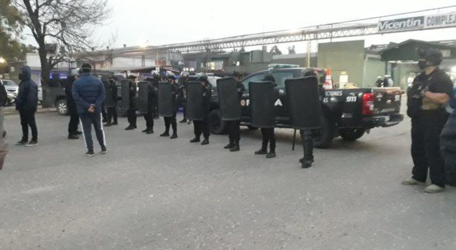 Trabajadores de Algodonera Avellaneda protestan ante planta aceitera de Vicentin