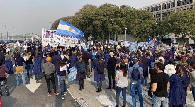 Protestas y caravanas de los trabajadores de LATAM en defensa de los más de 1.700 empleos