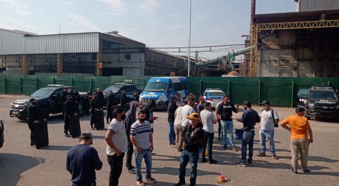Tercer día de protestas de trabajadores de Algodonera Avellaneda en plantas del Grupo Vicentin