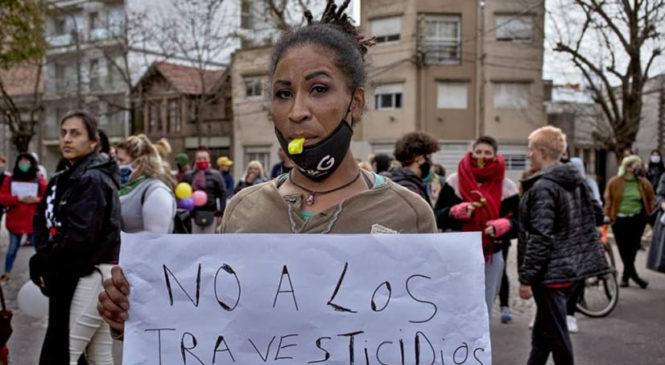 La Plata: La comunidad travesti movilizó una vez más para exigir el cese de los ataques transodiantes