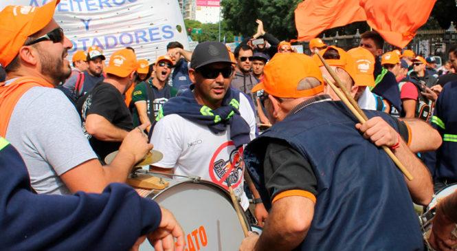 Aceiteros y recibidores de granos lanzaron una huelga nacional