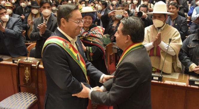 Democracia en Bolivia: Volvió recordando a sus mártires y acompañada por la Pachamama