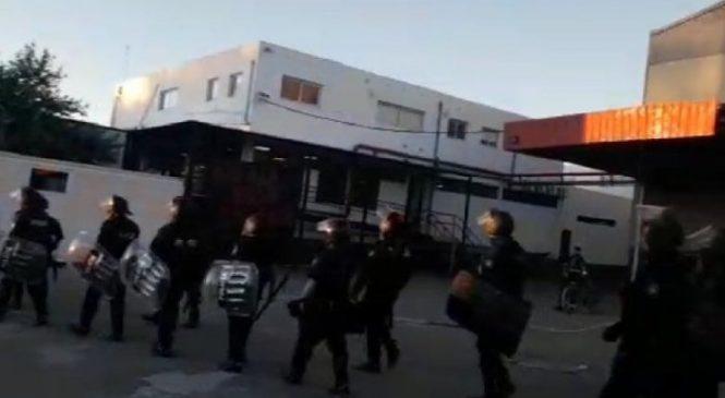 Infantería desalojó a trabajadores de la empresa Gri Calviño