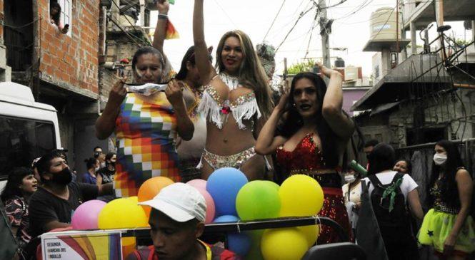 La marcha del Orgullo transvillero resiste a la pandemia