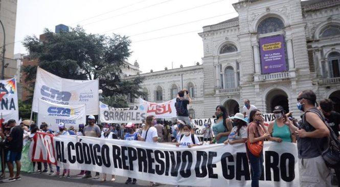 La Plata: Masiva movilización a la Municipalidad contra el Código de Garro
