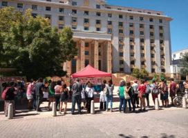Mendoza: Abrazo por la educación popular frente a Casa de Gobierno