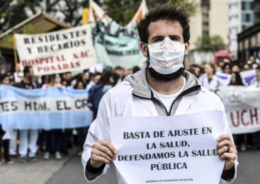Salud: Paro y movilización de residentes nacionales