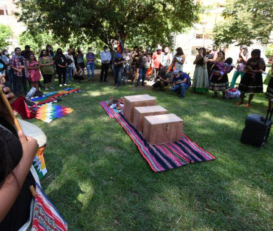 Restituyeron restos de ancestros a la comunidad de Punta Querandí