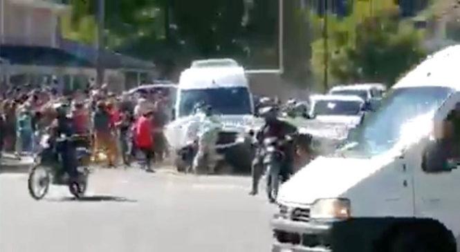 Visita presidencial en Chubut: infiltrados policiales y ataque de la UOCRA contra asambleístas