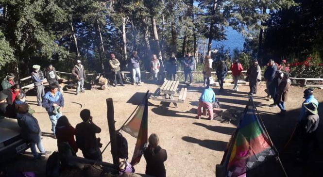 Villa La Angostura: Mapuches realizaron un acto de reafirmación en el lote de Puerto Elma