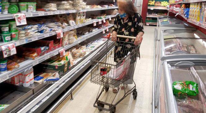 El precio de los alimentos se reproduce más rápido que la inflación y ambos le ganan al salario formal