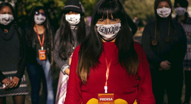 Mujeres indígenas en la urbanidad crean medios de comunicación para combatir el racismo