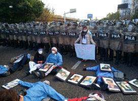 """""""La represión a los trabajadores de la salud no es el camino"""""""
