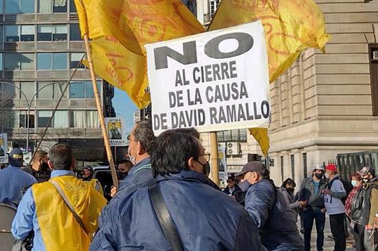Trabajadores de la Línea 60 movilizaron contra el cierre de la causa de David Ramallo