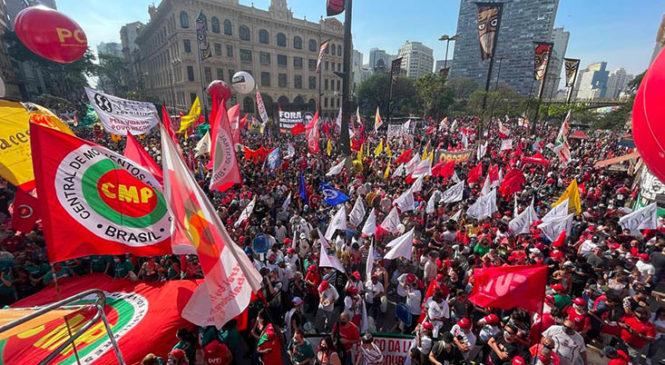 """Brasil: manifestaciones a favor y contra Bolsonaro, que dijo que """"sólo Dios"""" lo saca del cargo"""