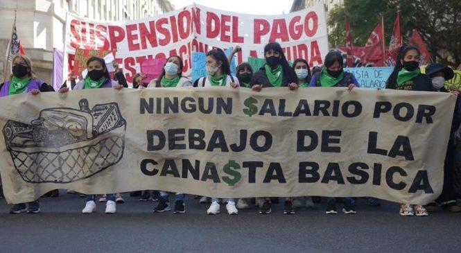 Miles de trabajadores ocupados y desocupados exigieron un salario mínimo de $70.000