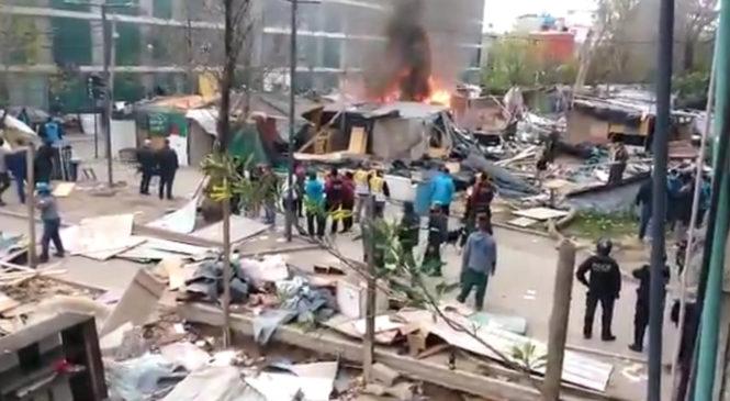 """Violento desalojo en la Villa 31: """"Algunos no querían irse de sus casillas y la policía prendió fuego para que salgan"""""""