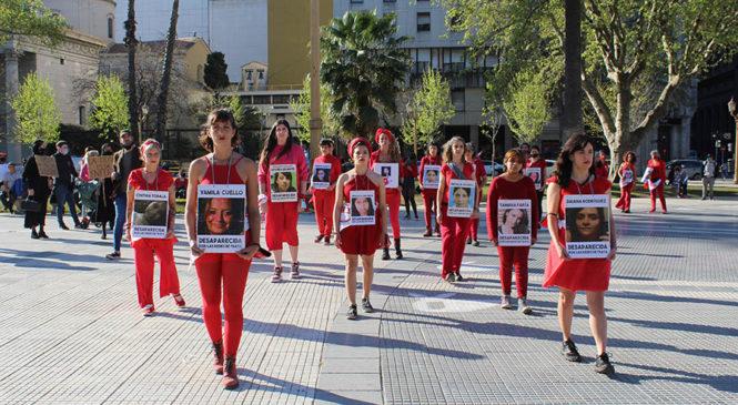 Performance en Plaza de Mayo contra la trata de personas