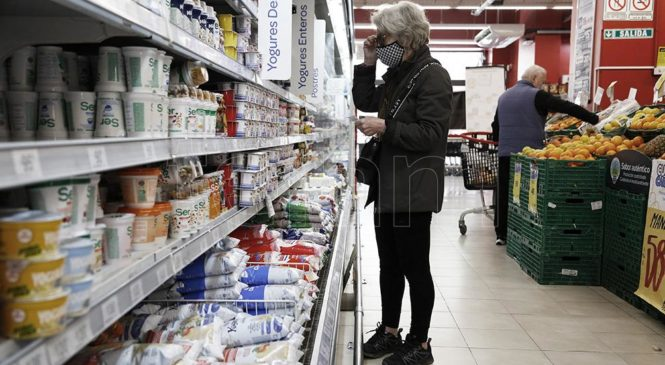 El Gobierno retrotrajo precios de 1.432 productos al 1 de octubre