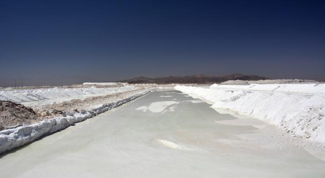 Rotundo rechazo a licitación del litio en Chile para transnacionales